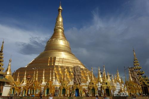 Myanmar braces for mobile phone boom as Internet access trickles in