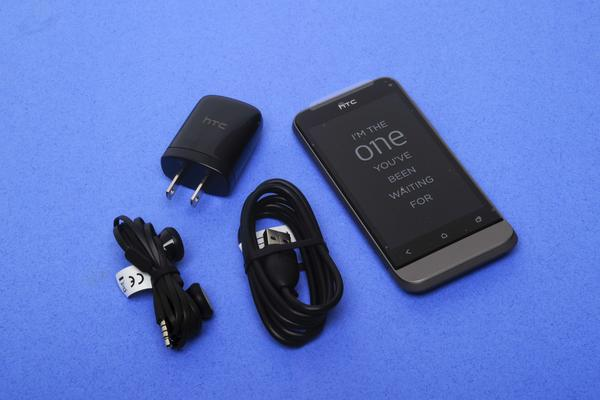 In pictures: HTC One V unboxing