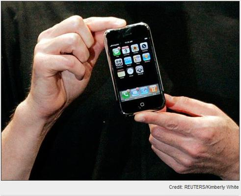 In Pictures: A look back at the first iPhone debut day