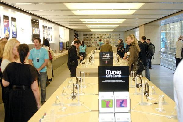 Slideshow: Apple lights up its first Australian retail store