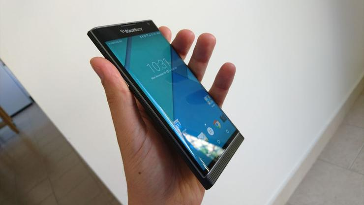 The BlackBerry Priv has a curved display, much like that featured on Samsung's Galaxy S6 Edge.