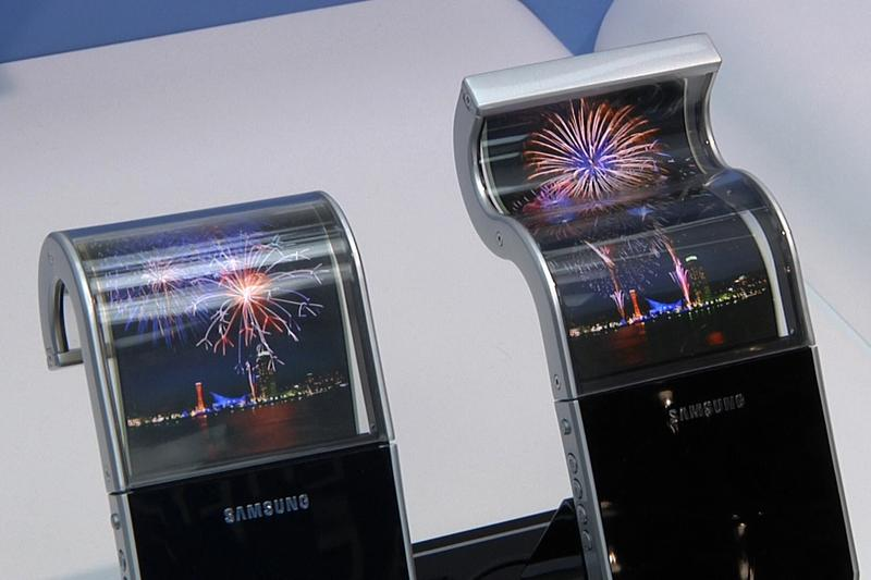 Samsung, LG show flexible OLED, e-paper screens
