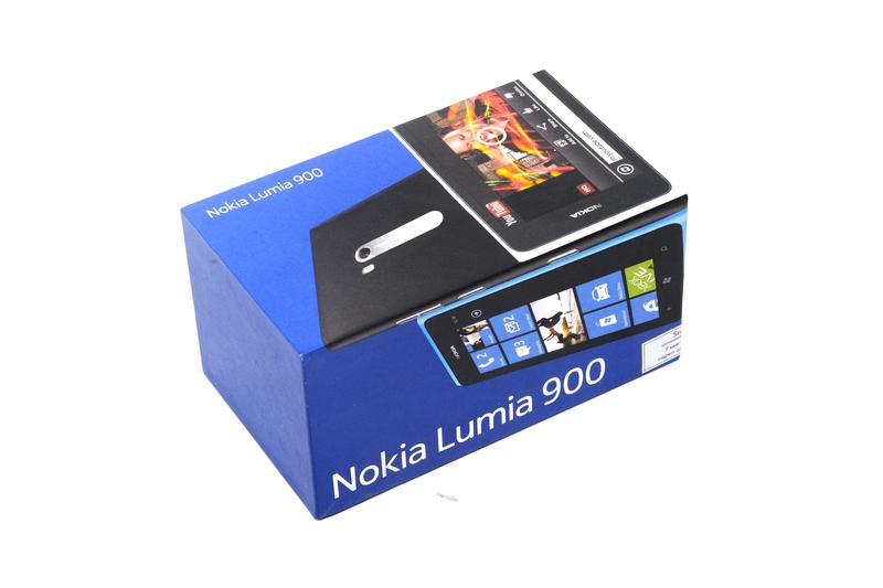 In pictures: Nokia Lumia 900 unboxing