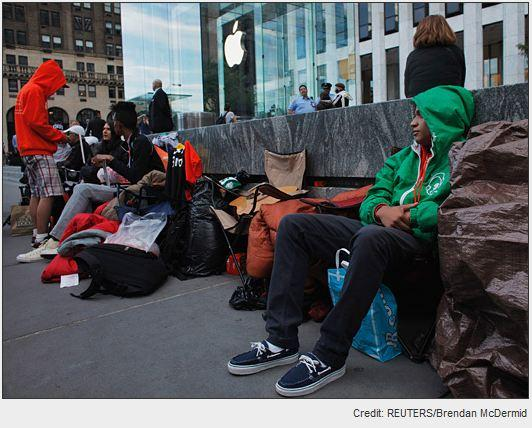 In Pictures: Waiting and waiting and waiting for iPhone 5