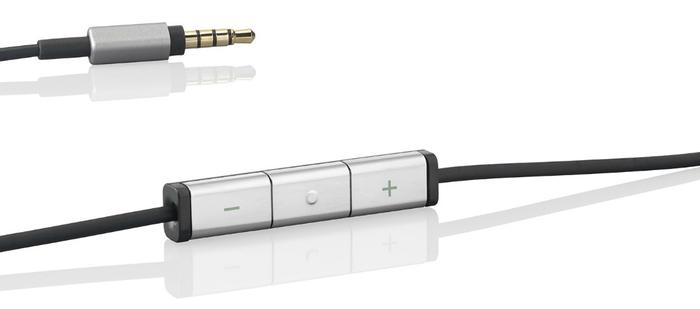 One 140 centimetre cable is included as part of the kit. Inline controls and a microphone are found at the top of the tangle-resistant cable and support Apple's range of iPhones and iPads.