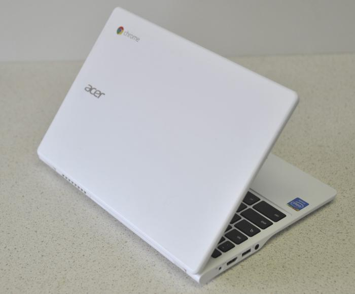 We like the all-white theme (it's all-white apart from the keys and the frame around the screen), and it even has the little Chrome logo at the corner. It's much improved on the looks of the C720 Chromebook.