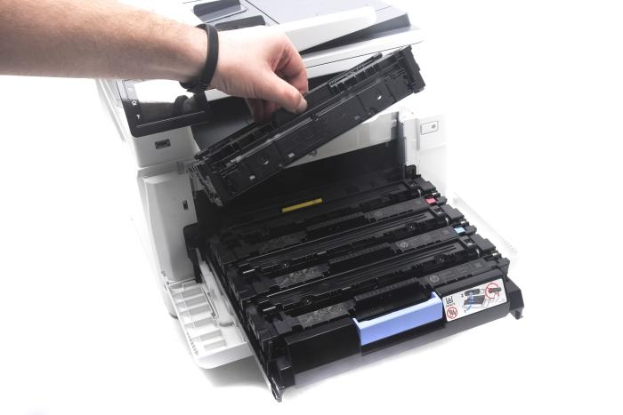 Easy access to the toner cartridges.