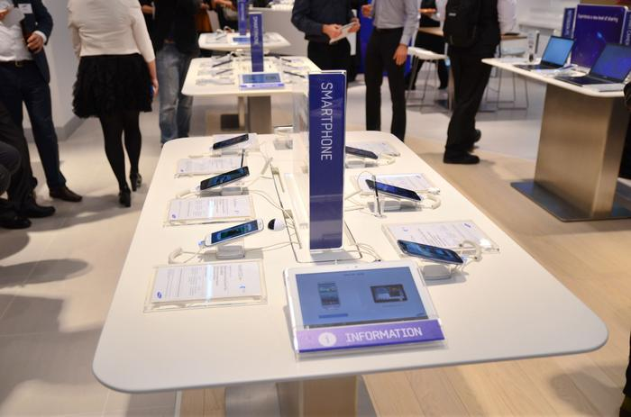 Samsung's Experience Store will sell smartphones and tablets through Telstra, Optus and Vodafone.