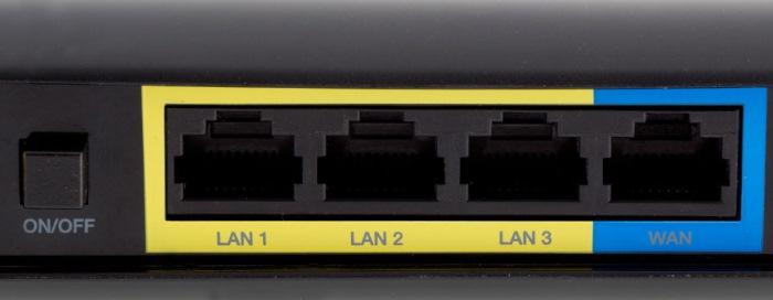 The N900's rear panel has four Gigabit ports, with an inclusive WAN port.