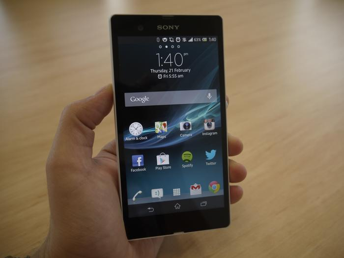The Xperia Z is comfortable to hold and has excellent ergonomics.
